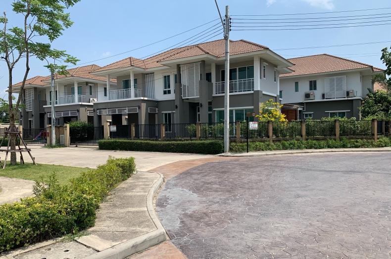 ขาย บ้านเดี่ยว 2 ชั้น หลังมุม เนื้อที่ 79.9 ตรว. มี 5 ห้องนอน 3 ห้องน้ำ 1 ห้องครัว โครงการ พฤกษาแอทซีนดีไลท์ ถนนรามอินทรา เขตสายไหม