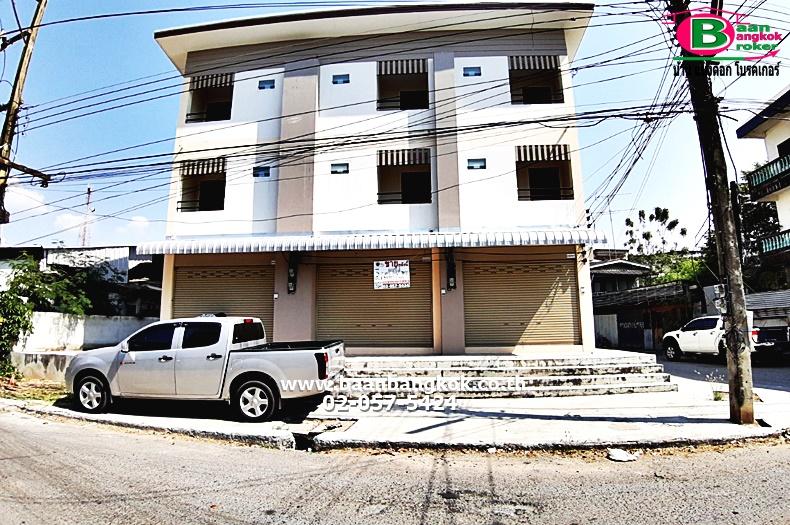 ขาย อาคารพาณิชย์ 3 ชั้น หลังมุม เนื้อที่ 12.8 ตรว. ซ.เสนาพินิจ 1 อ.เมือง จ.นครนายก