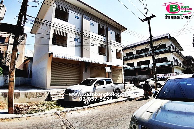 ขาย อาคารพาณิชย์ 3 ชั้น หลังริม เนื้อที่ 16.9 ตรว. ซ.เสนาพินิจ 1 อ.เมือง จ.นครนายก