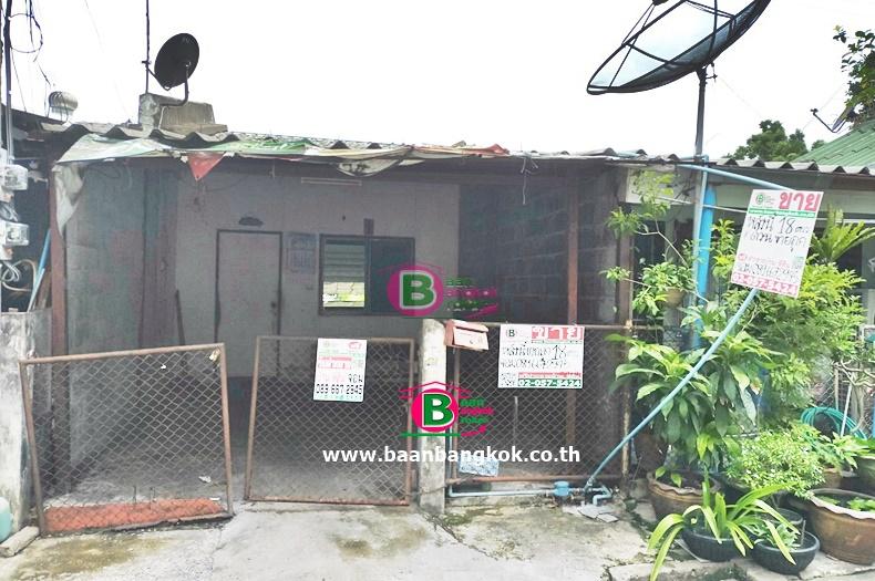 ทาวน์เฮาส์ 1 ชั้น โครงการ การเคหะชุมชนนนทบุรี เนื้อที่ 18 ตรว. มี 1 ห้องน้ำ ถนนเเจ้งวัฒนะ ปากเกร็ด นนทบุรี