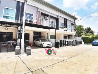 03201, ทาวน์เฮาส์ 2 ชั้น โครงการ เดอะทรัสต์ ทาวน์โฮม วงแหวน-กาญจนาภิเษก หลังมุม เนื้อที่ 19.8 ตรว. มี 3 ห้องนอน 2 ห้องน้ำ ถนนลำลูกกา ปทุมธานี