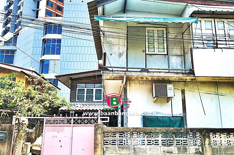 บ้านเดี่ยว 2 ชั้น ซอยประชาอุทิศ 22 เนื้อที่ 52 ตรว. มี 4 ห้องนอน 2 ห้องน้ำ ถนนรัชดาภิเษก บางซื่อ