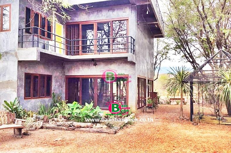 บ้านพักตากอากาศ 2 ชั้น วิวภูเขา ลำตะพานหิน เนื้อที่ 5 ไร่ 1 งาน มี 4 ห้องนอน 3 ห้องน้ำ ถนนมิตรภาพ ปากช่อง นครราชสีมา
