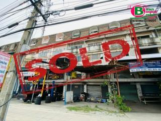 03253, ขาย/ให้เช่า อาคารพาณิชย์ 4 ชั้น ใกล้มหาวิทยาลัยเกษมบัฒฑิต วิทยาเขตร่มเกล้า เนื้อที่ 31 ตรว. มี 2 ห้องน้ำ ถนนร่มเกล้า-มีนบุรี เขตมีนบุรี