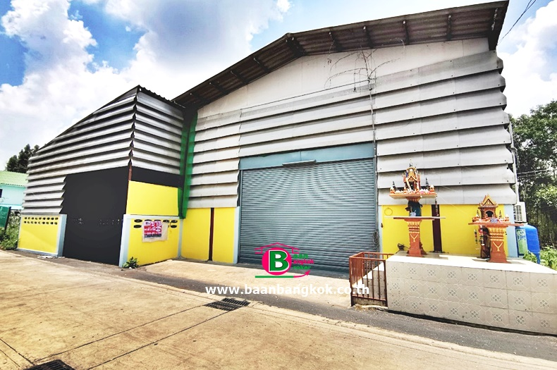 ที่ดินพร้อมโกดังเก็บของเพื่อทำธุรกิจ 2 ชั้น ซอยศาลเจ้าสมบุญ 6 , ซอยเปรมประชา 6 หลังริม เนื้อที่ 76 ตรว. มี 7 ห้องนอน 2 ห้องน้ำ ถนนเลียบคลองเปรมประชากร เมือง ปทุมธานี