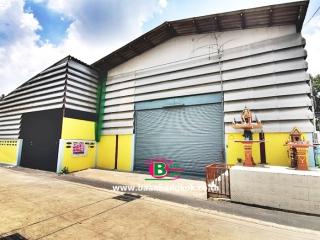 03281, ที่ดินพร้อมโกดังเก็บของเพื่อทำธุรกิจ 2 ชั้น ซอยศาลเจ้าสมบุญ 6 , ซอยเปรมประชา 6 หลังริม เนื้อที่ 76 ตรว. มี 7 ห้องนอน 2 ห้องน้ำ ถนนเลียบคลองเปรมประชากร เมือง ปทุมธานี