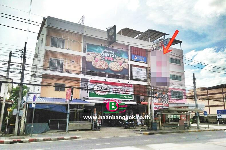 อาคารพาณิชย์ 3.5 ชั้น ติดถนนหทัยราษฎร์ อยู่ระหว่างซอย 7กับ9 หลังที่ 2 เนื้อที่ 19.5 ตรว. มี 2 ห้องนอน 3 ห้องน้ำ ถนนหทัยราษฎร์ มีนบุรี