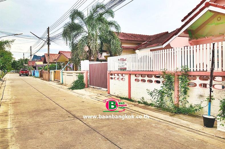 บ้านเดี่ยว 1 ชั้น โครงการ บัวงาม เนื้อที่ 50 ตรว. มี 3 ห้องนอน 2 ห้องน้ำ ถนนเพชรเกษม ชะอำ เพชรบุรี