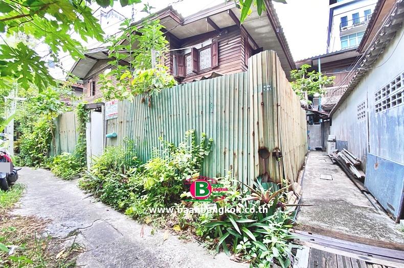 บ้านเดี่ยว 2 ชั้น ถนนเพชรบุรี ซอย 5 เนื้อที่ 24 ตรว. มี 3 ห้องนอน 1 ห้องน้ำ ถนนทางพิเศษศรีรัช ราชเทวี