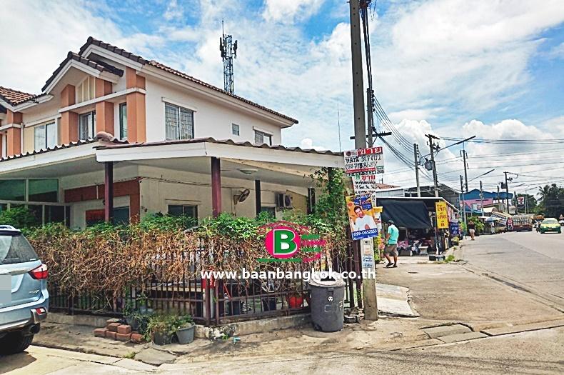 ขาย/ให้เช่า ทาวน์เฮาส์ 2 ชั้น หลังมุม โครงการ พฤกษา 50 ซอยศุภาลัย เนื้อที่ 31.9 ตรว. มี 3 ห้องนอน 2 ห้องน้ำ ถนนกรุงเทพฯ-ปทุมฯ อ.เมือง จ.ปทุมธานี