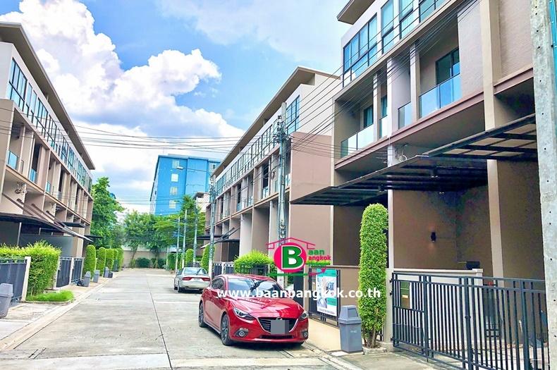 ทาวน์โฮม 3.5 ชั้น โครงการ บ้านกลางเมือง รัชโยธิน เนื้อที่ 21.6 ตรว. มี 3 ห้องนอน 3 ห้องน้ำ ถนนพหลโยธิน เขตจตุจักร