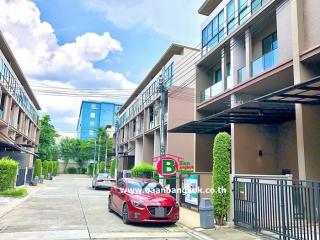 03470, ทาวน์โฮม 3.5 ชั้น โครงการ บ้านกลางเมือง รัชโยธิน เนื้อที่ 21.6 ตรว. มี 3 ห้องนอน 3 ห้องน้ำ ถนนพหลโยธิน เขตจตุจักร