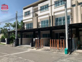 03758, ทาวน์โฮม 3 ชั้น โครงการ ลุมพินี ทาวน์ เพลส สุขุมวิท 62 เนื้อที่ 24.5 ตรว. มี 4 ห้องนอน 3 ห้องน้ำ ถนนสุขุมวิท เขตพระโขนง