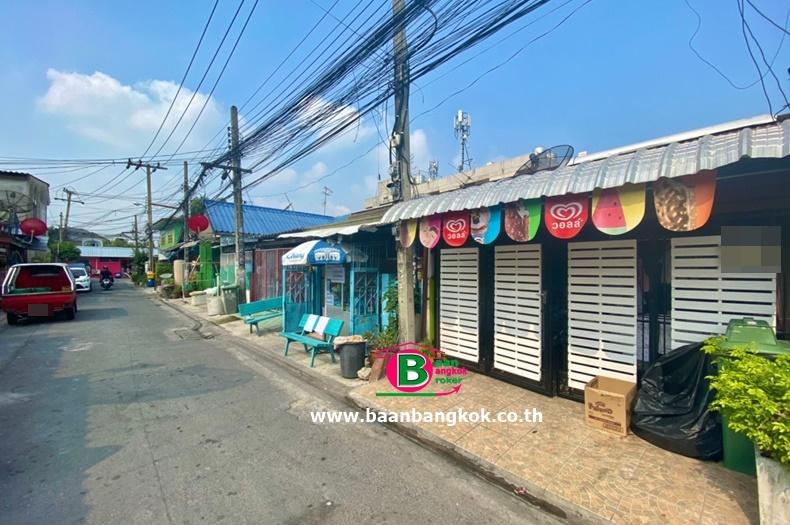 ทาวน์เฮาส์พร้อมกิจการ (ร้านไอศกรีม) 1 ชั้น โครงการ บ้านร่มไทร เนื้อที่ 25 ตรว. มี 2 ห้องนอน 1 ห้องน้ำ ถนนเสรีไทย เขตบางกะปิ
