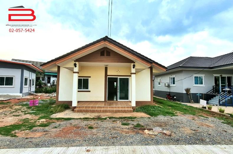 บ้านเดี่ยว 1 ชั้น ข้างวัดศรีษะสิบวราราม เนื้อที่ 100 ตรว. มี 2 ห้องนอน 1 ห้องน้ำ ถนนมิตรภาพทางหลวงหมายเลข 2 อ.เมือง จ.นครราชสีมา