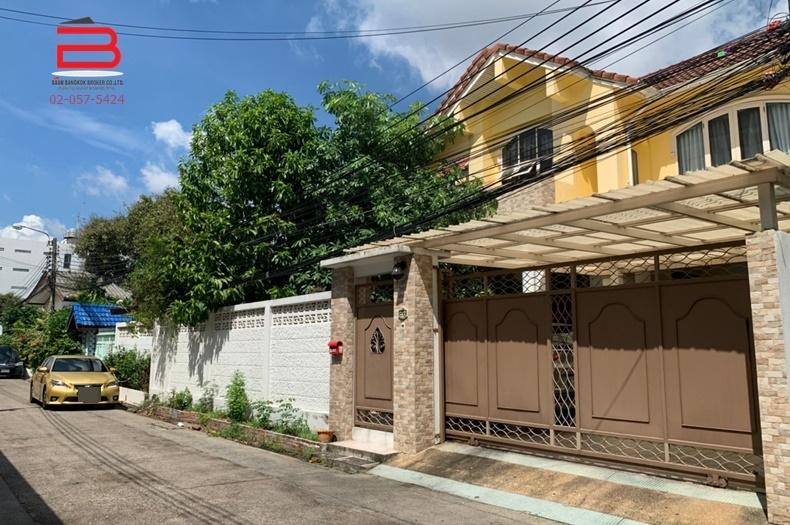 บ้านเดี่ยว 2 ชั้น ซอยลาดพร้าว 71 , ซอยสังคมสงเคราะห์ 5 เนื้อที่ 98 ตรว. มี 5 ห้องนอน 4 ห้องน้ำ ถนนลาดพร้าว เขตวังทองหลาง