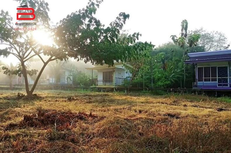 กิจการรีสอร์ท+บ้าน 1 หลัง โครงการ บ้านสวนรัตติกาล อินทนนท์ รีสอร์ท จอมทอง เนื้อที่ 2-0-56 ไร่ ถนนเชียงใหม่-ฮอด อ.จอมทอง จ.เชียงใหม่