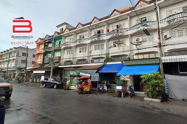 อาคารพาณิชย์ 3.5 ชั้น ตลาดใหญ่ลำลูกกา เนื้อที่ 16 ตรว. มี 3 ห้องนอน 2 ห้องน้ำ ถนนลำลูกกา อ.ลำลูกกา จ.ปทุมธานี